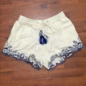 Ella Moss White Lined Shorts Blue Embroidery M